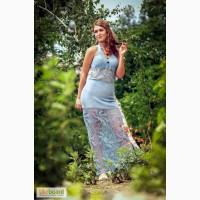 Вязаное крючком голубое ажурное платье-сарафан с завязками, в лиф ввязан голубой бисер