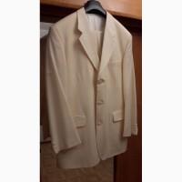 Продам мужской костюм цвета слоновой кости