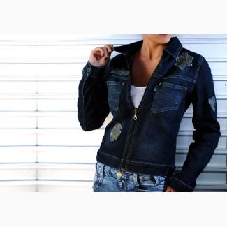 Джинсовый пиджак с нашивками
