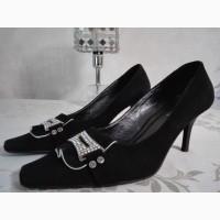 Продам не дорого замшевые туфли
